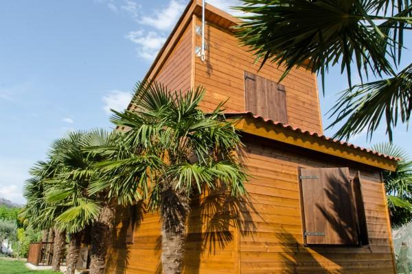 Cabañas de madera en Antoni Camarasa 303