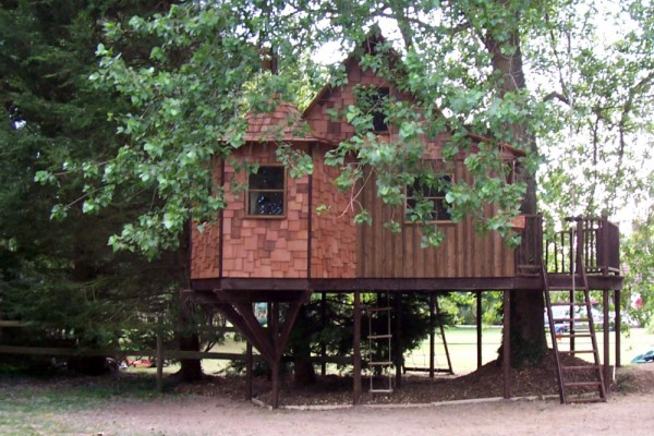 Caba as de madera en blue forest viviendu for Cabanas infantiles en madera