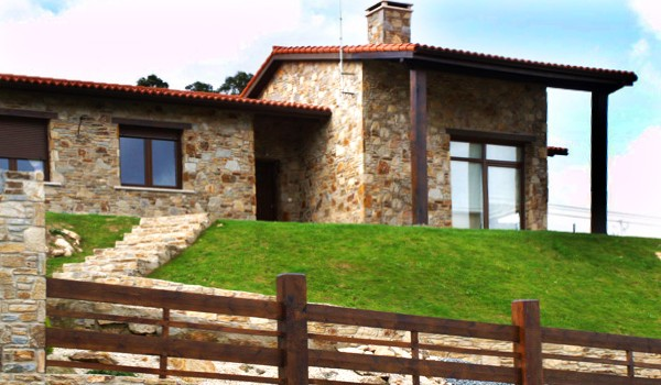 Casas de piedra y madera casamolino de madera piedra for Casas de piedra y madera