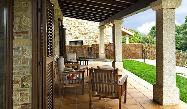 Casas incre bles en tu casa de piedra viviendu for Escaleras interiores casas rusticas