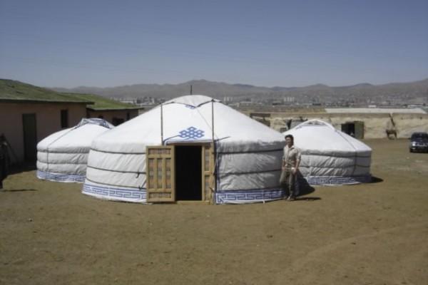 Jaimas, Tipis y Yurtas en Yurta Mongol 1585