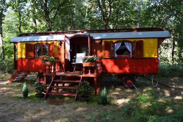 Cabañas de madera en Les Roulottes du Travers 11060