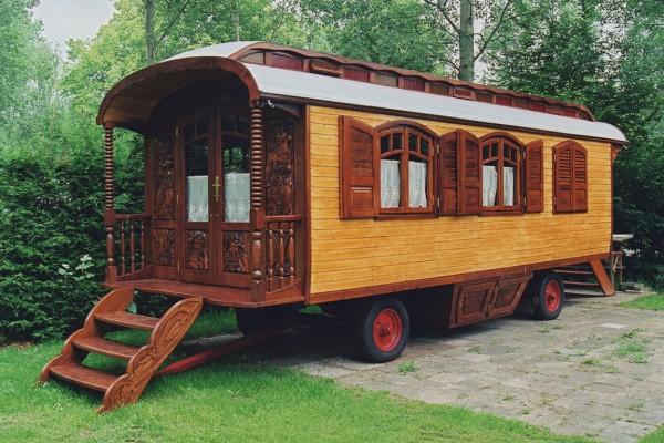 cabaas de madera en les roulottes du travers